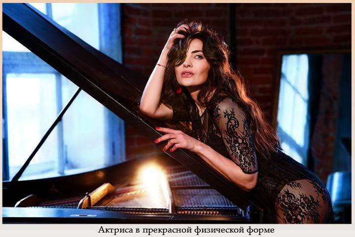 Актриса в прекрасной физической форме