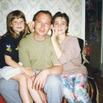 С отцом и сестрой